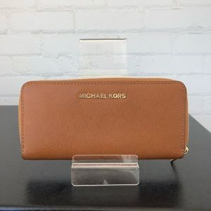 Michael Kors Tank Brown Wallet